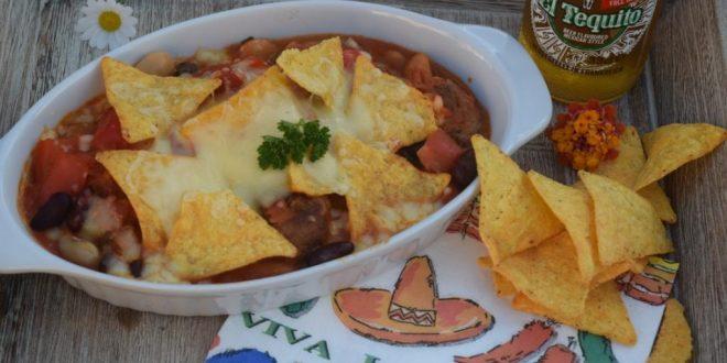 Chilliauflauf mit Hackbällchen und Tortillakruste