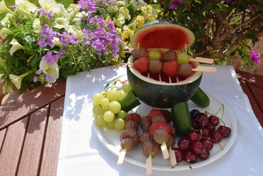 Melonengrill mit Schokofrüchten