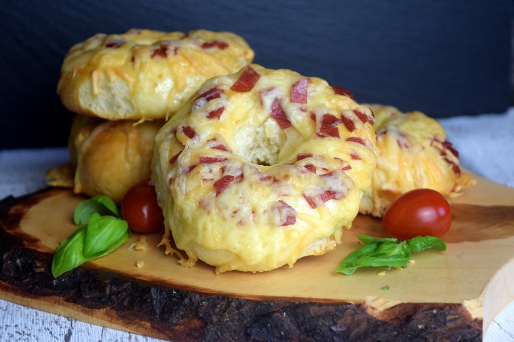 Pizza-Bagels aus dem Thermomix